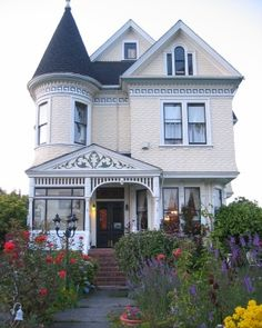 The Lady Anne, Arcata, CA....awww, makes me homesick just to see this! Miss you Jen :)