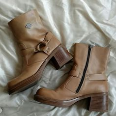 Awesome Harley Davidson Boots Harley - Davidson motorcycle boots! 100% leather and in awesome condition! Great tan color. A few scuff marks that can be shined out with polish. Roomy box toe. Size 9.5 Harley-Davidson Shoes Combat & Moto Boots