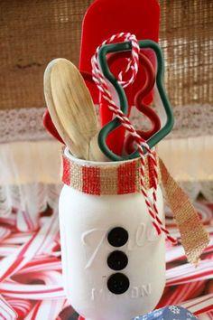 Mason Jar Christmas Gifts & Crafts - Easy Mason Jar Christmas Gift Ideas for Homemade Holiday Gifts Mason Jar Christmas Gifts, Christmas Cookies Gift, Christmas Crafts For Gifts, Mason Jar Gifts, Craft Gifts, Holiday Gifts, Christmas Diy, Christmas Presents, Gift Jars