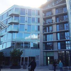 Modern architecture at Tjuvholmen, Oslo #modernarchitecture #modernearkitektur #arkitektur #architecture #realestate #eiendom #aspelinramm #bolig #leilighet #apartments #tjuvholmen #oslo #norway