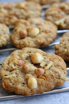 Green Apple Butterscotch Macadamia Nut Cookies recipe creates buttery cookies perfect for Fall. With little bits of apple, hints of cinnamon and the crunch of macadamia nuts, you won't be able to eat just one. Easy Cookie Recipes, Real Food Recipes, Dessert Recipes, Desserts, Party Recipes, Dessert Bars, Fall Recipes, Green Apple Recipes, Macadamia Nut Cookies
