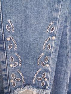 Denim Fashion, Kids Fashion, Denim Ideas, Embellished Jeans, Blue Jean Jacket, Old Jeans, Girls Jeans, Jeans Style, Casual Outfits