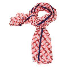 <p>Grande étole Zig Zag rouge légère en 100% coton avec un ravissant motif rouge et touche de bleu, design Atelier LZC. Pour égayer une veste, faire un joli cadeau ! On aime sa grande longueur et la tonalité du rouge .</p>
