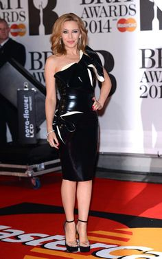 Kylie and Dannii Minogue make perfect sister act at the BRIT Awards Kylie Minogue, Dannii Minogue, Perfect Sisters, Star Wars, Skirt Fashion, Lady, Beautiful Outfits, My Girl, How To Look Better