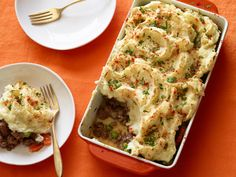 Get this all-star, easy-to-follow 30 Minute Shepherd's Pie recipe from Rachael Ray.