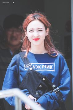 Nayeon (Twice) wearing a BlackPink sweatshirt Kpop Girl Groups, Korean Girl Groups, Kpop Girls, K Pop Idol, Warner Music, Twice Jyp, Nayeon Twice, Im Nayeon, Hirai Momo