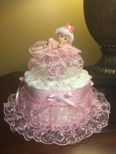 Elegant diaper cake for baby girl soft and by CreationsbyLumy Baby Shower Baskets, Baby Shower Niño, Fun Baby Shower Games, Baby Shower Diapers, Baby Shower Themes, Shower Ideas, Decoracion Baby Shower Niña, Princess Diaper Cakes, Unique Diaper Cakes
