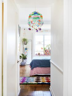 Inside Susan Alexandra's New York apartment//beaded light fixture Rugs In Living Room, Living Spaces, Rug Over Carpet, Rental Kitchen, New York City Apartment, Hotel Interiors, Cool Rugs, Your Design, Kids Rugs