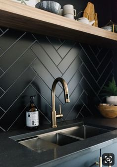 Interesting Bathroom Backsplash Ideas - Design Ideas To Inspire You Interesting Bathroom Backsplash Ideas - Design Ideas To Inspire You Kitchen Backsplash Ideas: Contemporary minimalist black kitchen design with subtle herringbone backsplash detail Home Decor Kitchen, Interior Design Kitchen, Home Design, Design Ideas, Kitchen Ideas, Kitchen Wood, Apartment Kitchen, Kitchen Industrial, Industrial Lamps
