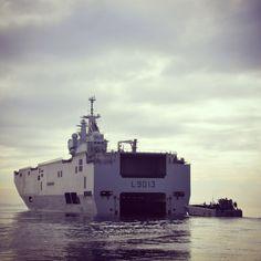 """BPC #Mistral. Photo qui a été reprise pour la couverture du dernier livre d'Hervé Coutau-Bégarie """"Le meilleur des ambassadeurs"""" sur la diplomatie navale. Credit photo : Stéphane Gaudin."""