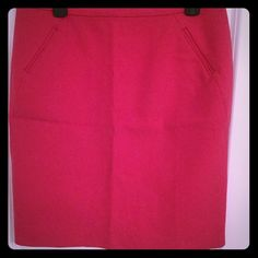 LOFT - Hot Pink Ponte Pencil Skirt. Sz 10P Perfect skirt for curvy shorter girls. Pencil skirt, knee length. Thick Ponte material LOFT Skirts Pencil
