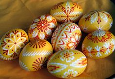Traditional Art of Decorating Eggs in Slovakia - travel potpourri Crochet Mile A Minute, Diy And Crafts, Arts And Crafts, Easter Egg Designs, Easter Projects, Egg Art, Polish Recipes, Egg Decorating, Happy Easter