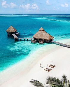 Maldives l Travel Diary Places To Travel, Places To Go, Tropical Beach Resorts, Visit Maldives, Voyager Loin, Destination Voyage, Destin Beach, Island Beach, Dream Vacations