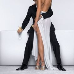 love this picture and it's so elegant & sexy!  #passion #sexy #champagne