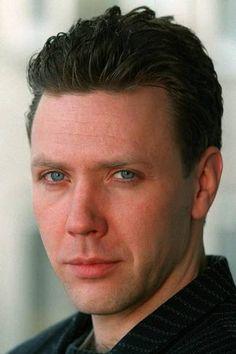 Den svenske skuespilleren Mikael Persbrandt (323×485)