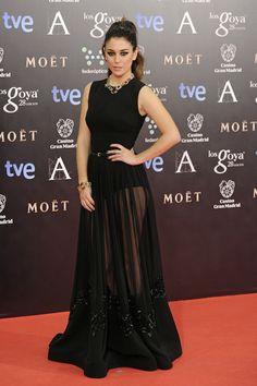 La actriz Blanca Suárez, con uno de los peores looks de la gala de los Goya 2014. Alguien debería decir a las actrices, cantantes y otras VIPS, que el look de transparencias en la falda, luciendo debajo un simple culotte, ya está muy visto y no es nada nuevo.