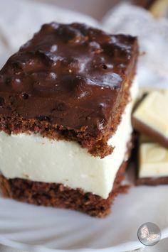 Ciasto z delikatną pianka i śliwkami w czekoladzie Bi…