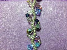 """Einfach bezaubernd, dieses Armband. Ein sehr schönes Geschenk, das """"frau"""" sich auch selbst machen kann. Versilberte Rocalliers sowie transparente u..."""