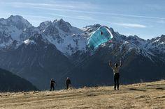 kite practising during a #seminar in our #hotel. Découverte du kite en montagne durant un #séminaire dans notre #hotel.