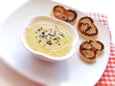 kerevizin  artık mevsimi geçmek üzere vedayı çorba ile yapalım istedim.tavuk  suyuna kereviz çorbamız çok lezzetli oluyor.ben bir ka...
