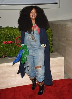 Yes, hair! Erykah Badu attended the BODY at ESPYs at Milk Studios in distressed overalls and beaded boots Fashion News, Fashion Outfits, Punk Outfits, Hippie Outfits, Fashion Fashion, Afro Punk Fashion, Beauty Crush, Queen, Celebs
