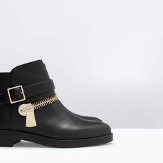 ZARA // FLAT LEATHER BOOTIE WITH FRONT AND BACK ZIP