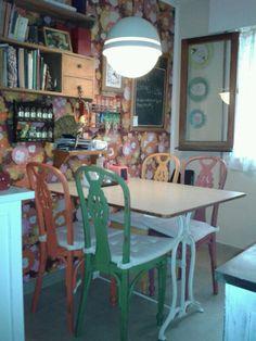 reciclandoenelatico.com  Sillas de cocina pintadas en distintos colores. Restauradas por M.Carmen. Málaga