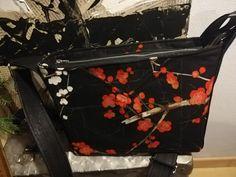 Sac Mambo tissu cerisier imprimé Alexander Henry cousu par Béatrice - Patron Sacôtin