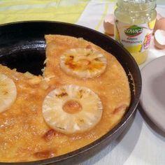 Puszysty omlet z mascarpone i ananasem.