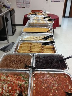 Having a company holiday party? Order a buffet. This is an Una Mas Taco Bar… Mexican Food Buffet, Taco Bar Buffet, Mexican Food Recipes, Delivery Comida, Delivery Food, Cooking For A Crowd, Food For A Crowd, Burritos, Enchiladas