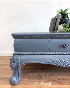 Country Chic Paint Hurricane grey paired with black wax on a coffee table. Shades Of Black, Black And Grey, Coat Paint, Paint Line, Old Soul, Pebble Beach, Country Chic, Vintage Pink, Interior And Exterior