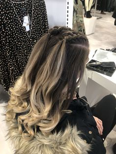 Blond hair, two small braids. Lose curls # small Braids with curls Half up, half down Blond hair, two small braids. Lose curls # small Braids with curls Half up, half down Two Braid Hairstyles, Easy Hairstyles For Long Hair, Cool Hairstyles, Gorgeous Hairstyles, African Hairstyles, Hairstyle Ideas, Prom Hairstyles Down, Half Up Half Down Hairstyles