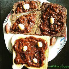 Take a banana  mash it with some cacao and chili powder put it on toast garnish with macadamia and brazil nuts  yum!    Nimm eine Banane  zermatsche sie mit etwas Backkakao und Chilipulver verteile das auf ein paar Toastbroten und verziere mit Macadamia und Paranüssen  Mjam!   #vegansofgermany #swissvegan #potanana #eatgreen #eatlocalgrown #eatyourgreens #powerdedbyplants #plantbaseddiet #healthylunchideas #fitfoods #seasonalfood #eatseasonal #eatarainbow #gesunderezepte #abnehmen2017…