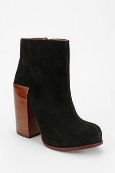 Jeffrey Campbell Ramble Suede Ankle Boot  #UrbanOutfitters  Need this boots ASAP ;)