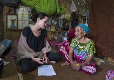Angelina Jolie in Cambogia - VanityFair.it