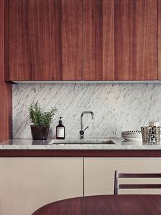 marble splashback in the kitchen of prop stylist Joanna Lavén.