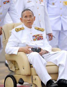 เจ้าพ่อหลวง_❤️☺️ คิดถึงสุดหัวใจ ขอเกิดใต้ร่มพระบารมีตลอดไป King Bhumipol, King Rama 9, King Of Kings, King Queen, King Thailand, Queen Sirikit, Bhumibol Adulyadej, King Photo, Great King