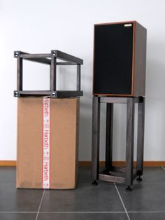 Do you want to make DIY speaker stand? Listed below are some great DIY speaker stand ideas that are easy to make and incredibly affordable Small Speakers, Diy Speakers, Bookshelf Speakers, Hifi Stand, Audio Stand, Record Player Furniture, Wooden Speaker Stands, Vinyl Record Shelf, Best Home Theater System