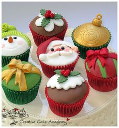 The holidays are a great time to bake--it warms up the house and fills it with the aroma of cinnamon and nutmeg. These cute cupcakes make great gifts and are a great way to spend a rainy day indoor...