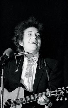 51- Bob Dylan smile