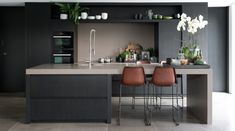 Just the right contemporary Kitchen furniture can make quite a difference both in comfort and eye appeal. See these kitchen furniture picks for ideas. Kitchen Decor, Kitchen Inspirations, Interior Design Kitchen, Home Decor Kitchen, New Kitchen, Modern Kitchen, Kitchen Remodel, Kitchen Dining Room, Contemporary Kitchen