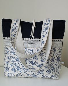 basket with blue flowers by SandraStJu, very pretty bag!! - Inspiration for Tote bags
