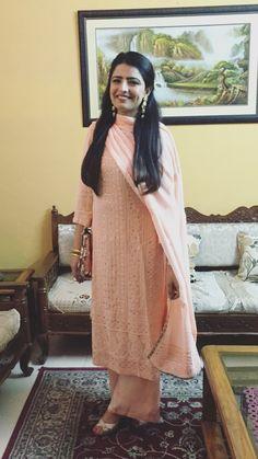 #LakhnowiSuit #Indianstreetfashion #Weddingwear #bridalsuit #bridalwear #Winterweddings #Wedmegood #Zowed #weddingdecor