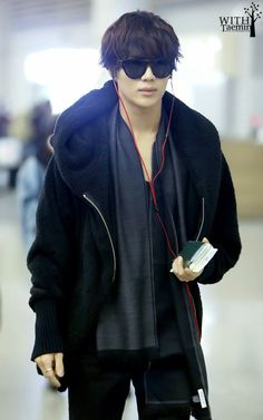 Taemin and that airport style! :)