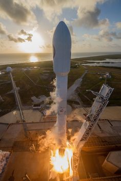 Photos: SpaceX kicks off the week with Falcon 9 launch and landing – Spaceflight Now