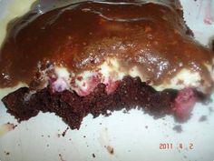 Pavê bolo com morango, uma receita fácil e econômica, geladinho nos potinhos para vender e faturar com essa sobremesa deliciosa, seus clientes vão adorar. Quem curtiu dá um UP!!!  http://cakepot.com.br/pave-bolo-com-morango/
