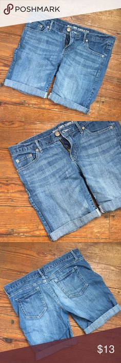 Mossimo Supply Co Jean Shorts, size 11 Mossimo Supply Co Jean Shorts, in a great longer length.  Cuffed or uncuffed with a stitched frayed edge.  Junior size 11 Mossimo Supply Co Shorts Jean Shorts