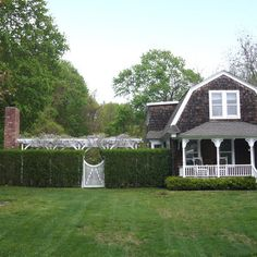 Hedge And White Fence Design Ideas, Pictures, Remodel, and Decor