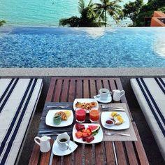 brunch by the pool Breakfast Desayunos, Breakfast Ideas, Romantic Breakfast, Power Breakfast, Perfect Breakfast, Breakfast Recipes, Outdoor Furniture Sets, Outdoor Decor, Outdoor Dining