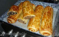 Bejgli (mákos és diós) Hot Dog Buns, Hot Dogs, Food And Drink, Bread, Recipes, Dios, Hungarian Recipes, Kuchen, Essen